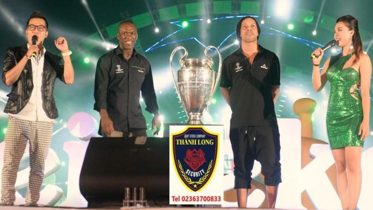 Rước cup C1 và hộ tống Ronaldinho
